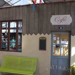 Le cœur du village : le café