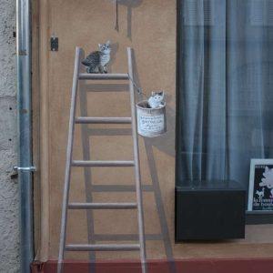 L'espace des chatons permet la signature de l'œuvre sur le pot de peinture
