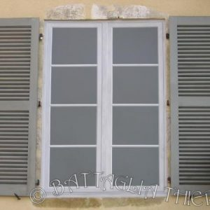 Le trompe l'œil permet aussi de faire oublier une fenêtre murée