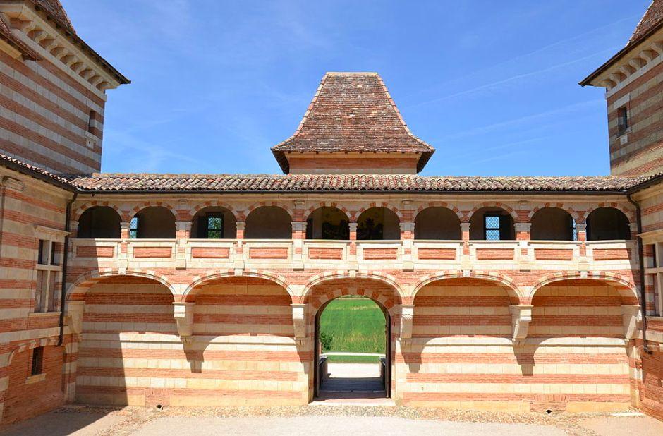 Porche d'entrée du château de Laréole, vu de l'intérieur