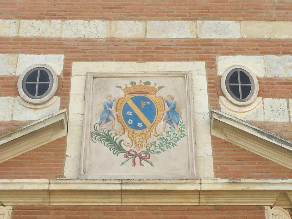 Niches murales dissimulées par des trompe-l'œil de fenêtres